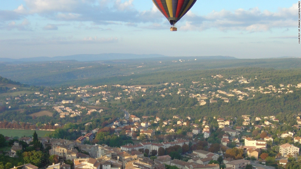 France Montgolfières - With nine take-off sites, France Montgolfières offers a diversity of ballooning experiences, flying over cities, villages, castles, and countryside.